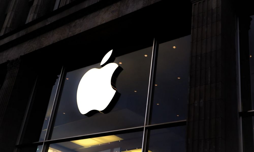 apple stops sale of MacBook Air and Pro
